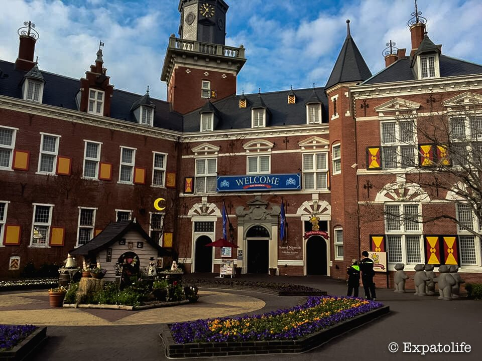 travel to Huis Ten Bosch