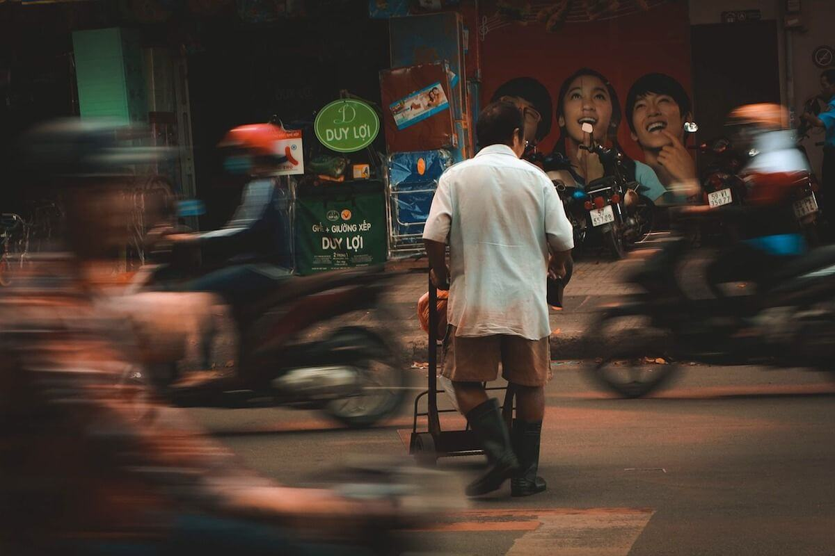 Bad things about Vietnam - crossing streets